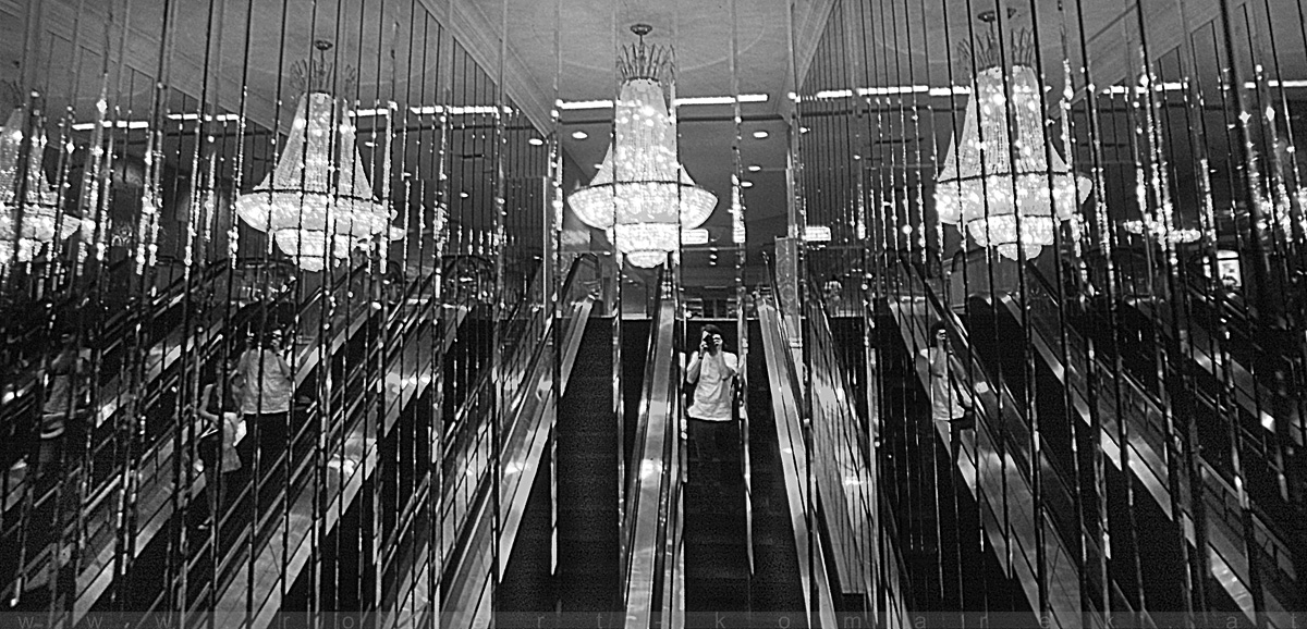 Mirror Mirror On The Wall - Las Vegas, Nevada / U.S.A. 1992