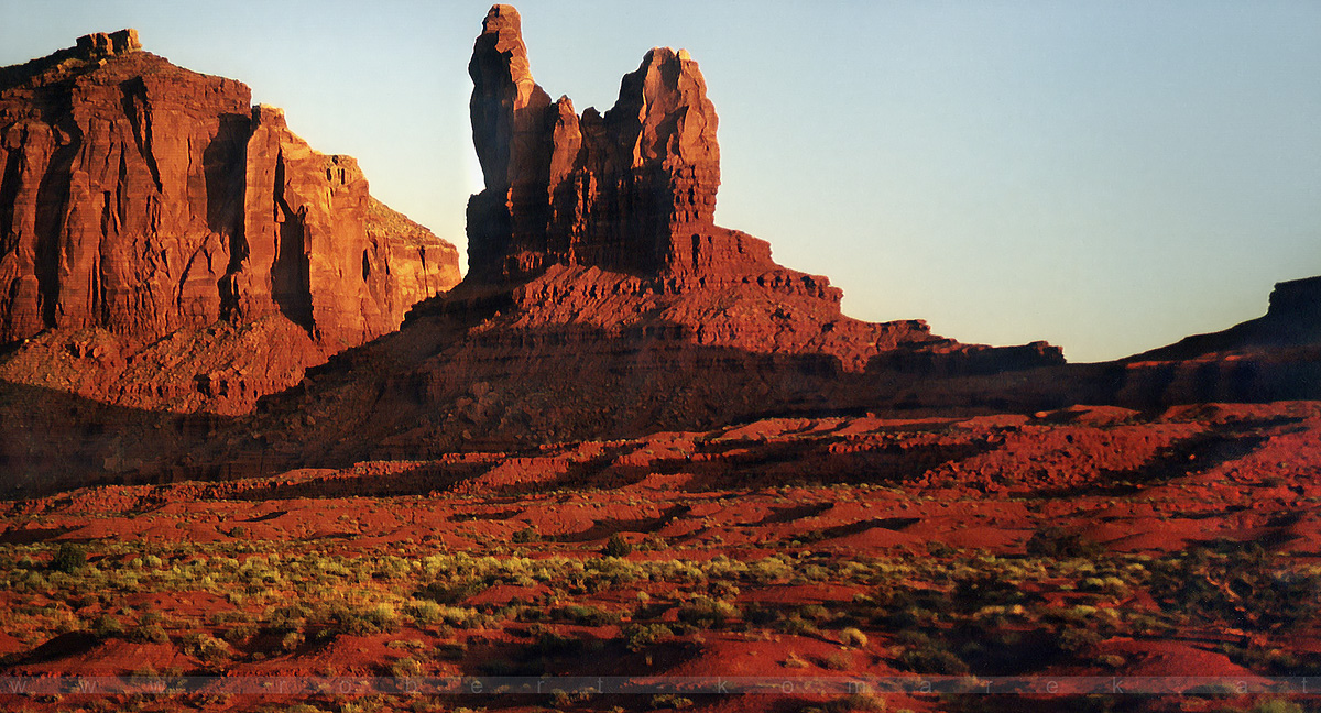 Swearing Hand - Monument Valley, Utah / U.S.A. 1992